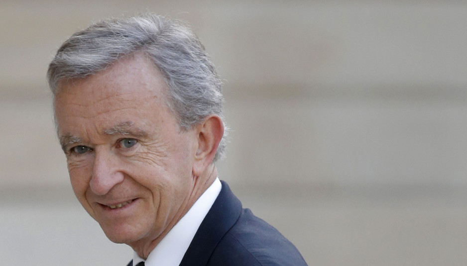 LVMH Chief Executive Bernard Arnault arrives to attend a dinner at the Elysee Palace in Paris September 1, 2014. French luxury groups LVMH and Hermes have settled on September 3, 2014 their dispute over LVMH's 23.2 percent stake in the maker of Birkin and Kelly handbags, striking a deal under which the holding will be distributed among LVMH's shareholders. Hermes has objected to the holding ever since it learned of it in 2010, and LVMH was sanctioned by the market regulator AMF for failing to properly disclose the stakebuilding. Picture taken September 1, 2014.       REUTERS/Christian Hartmann (FRANCE - Tags: BUSINESS HEADSHOT) - RTR44R1S